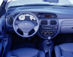 Renauilt Mégane 1 intérieur.jpg
