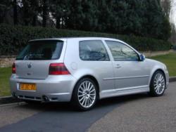 Volkswagen Golf IV R32.jpg