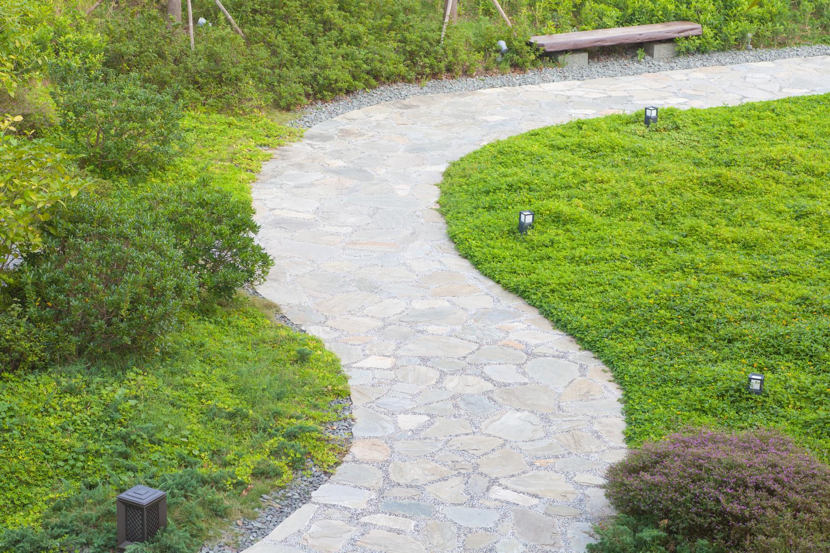 Allee De Jardin En Pente quels matériaux pour dessiner une belle allée de jardin ?