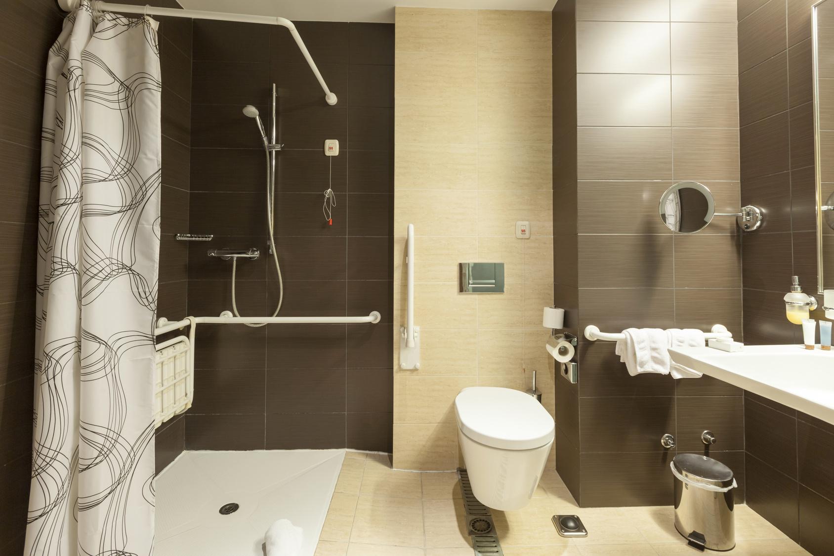 Salle de bain handicap�s