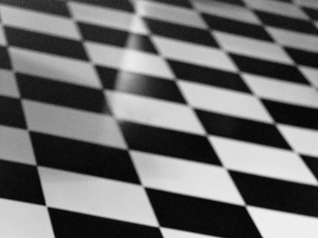 Sol vinyle damier carrelage cuisine damier noir et blanc for Lino noir et blanc damier