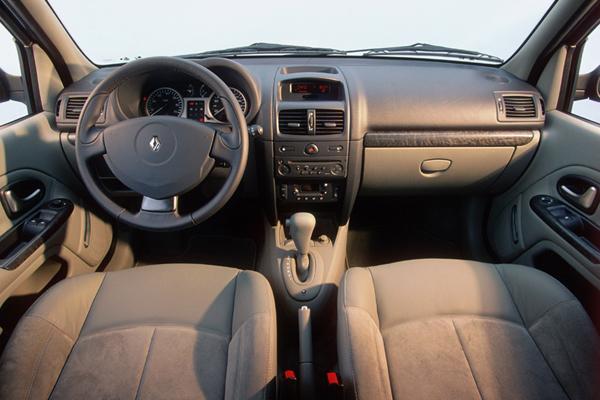 Essai renault clio ii phase 2 2001 bien mieux qu un for Renault clio 2 interieur