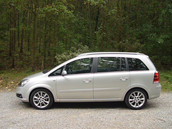 voiture d 39 occasion opel zafira 7 places brown. Black Bedroom Furniture Sets. Home Design Ideas