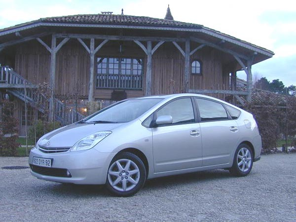 essai toyota prius 2004 hybride et citoyenne. Black Bedroom Furniture Sets. Home Design Ideas