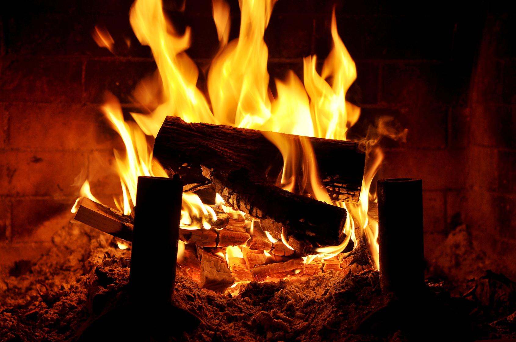 chemin es et po les le plaisir d un feu de bois. Black Bedroom Furniture Sets. Home Design Ideas