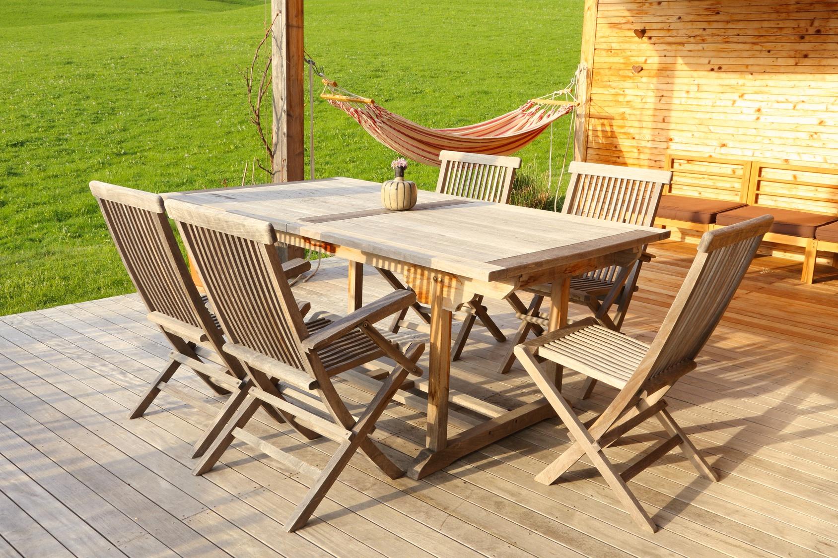 Entretenir son mobilier de jardin en teck bois et plastique for Meubles de jardin en teck