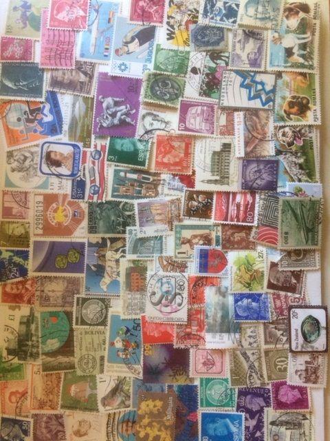 Lot 1000 timbres différents du monde 8 Brion (01)