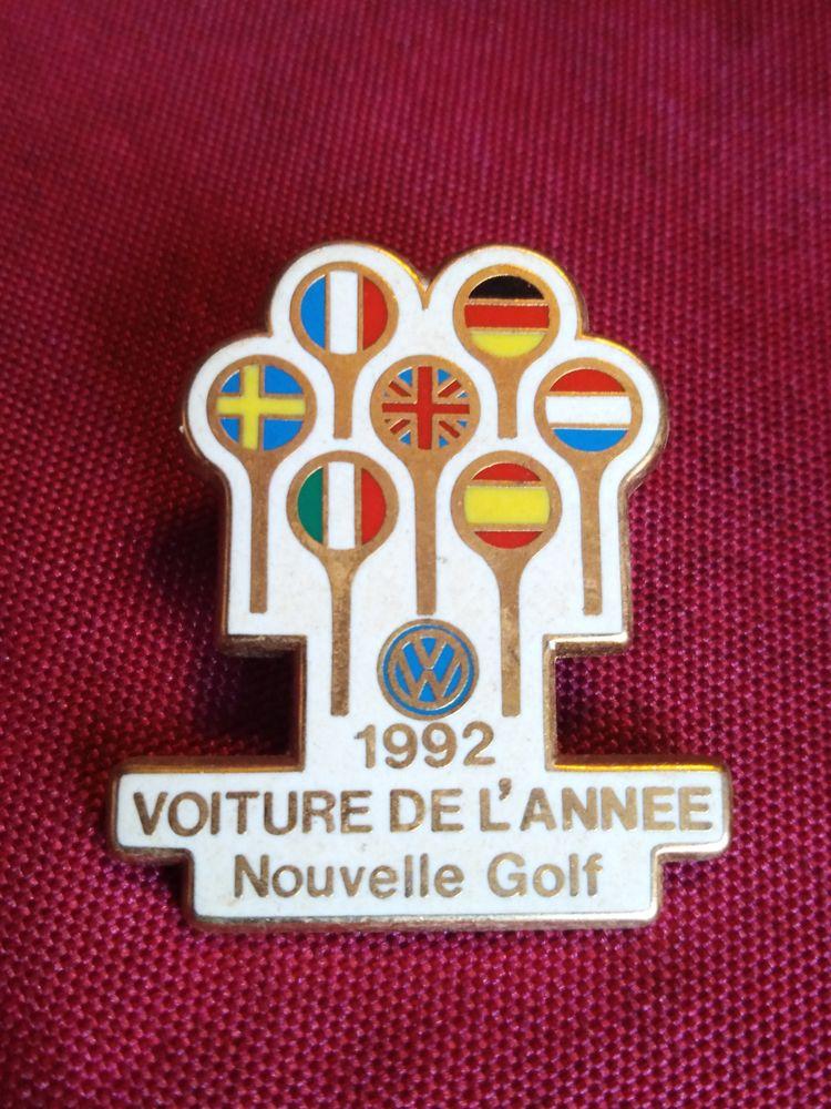 Pin's 1992 voiture de l'année nouvelle golf 2 Avermes (03)