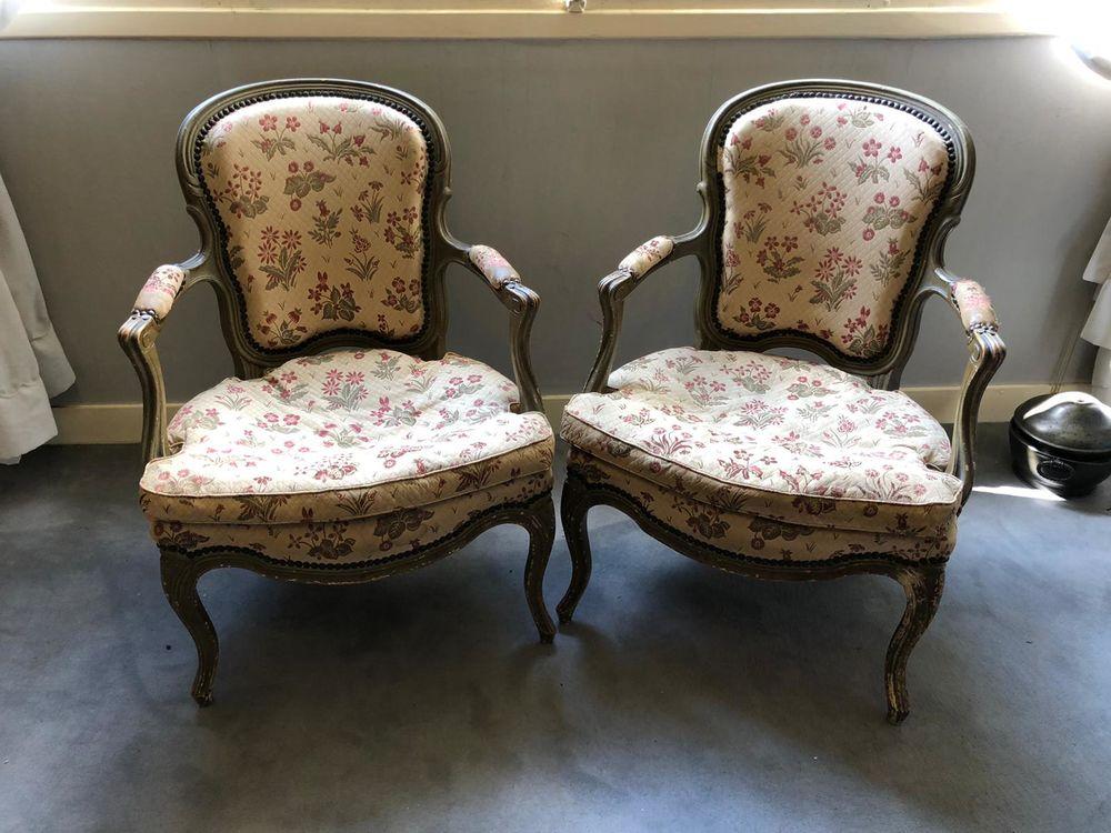 1paire de fauteuils cabriolets . 250 Les Mesnuls (78)