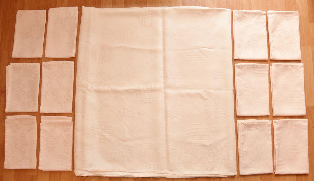 2m45 x 1m40. Nappe rosée. Rectangulaire.  Avec 12 serviettes 15 Gujan-Mestras (33)