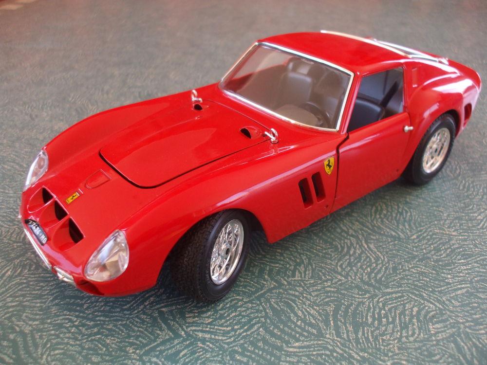 REF: 3011  FERRARI  GTO  ROUGE  1962 59 Ornaisons (11)
