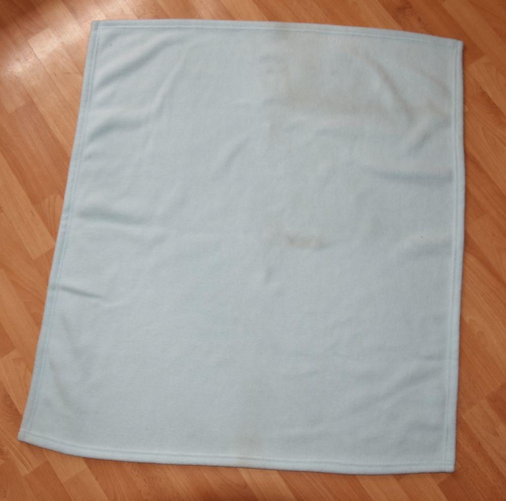 70x80cm. Petite couverture bébé polaire bleu.Très bon état. 3 Gujan-Mestras (33)