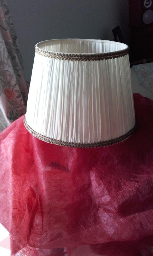 /  Abat- jour Vintage **en soie plissée** 45 Nervieux (42)