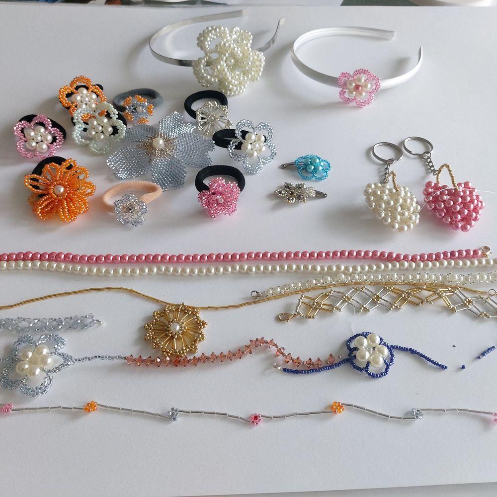 Accessoire cheveux perlées/porte-clés perlé/collier/bracelet 3 Strasbourg (67)