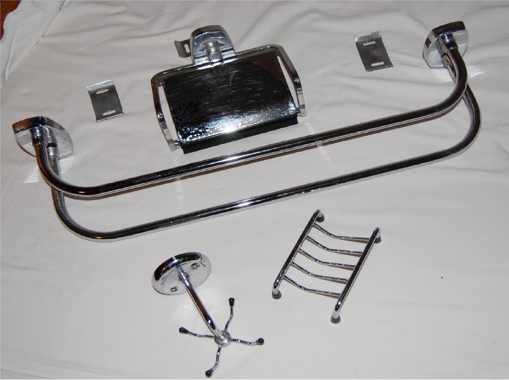 Accessoires de salle de bain vintage en métal