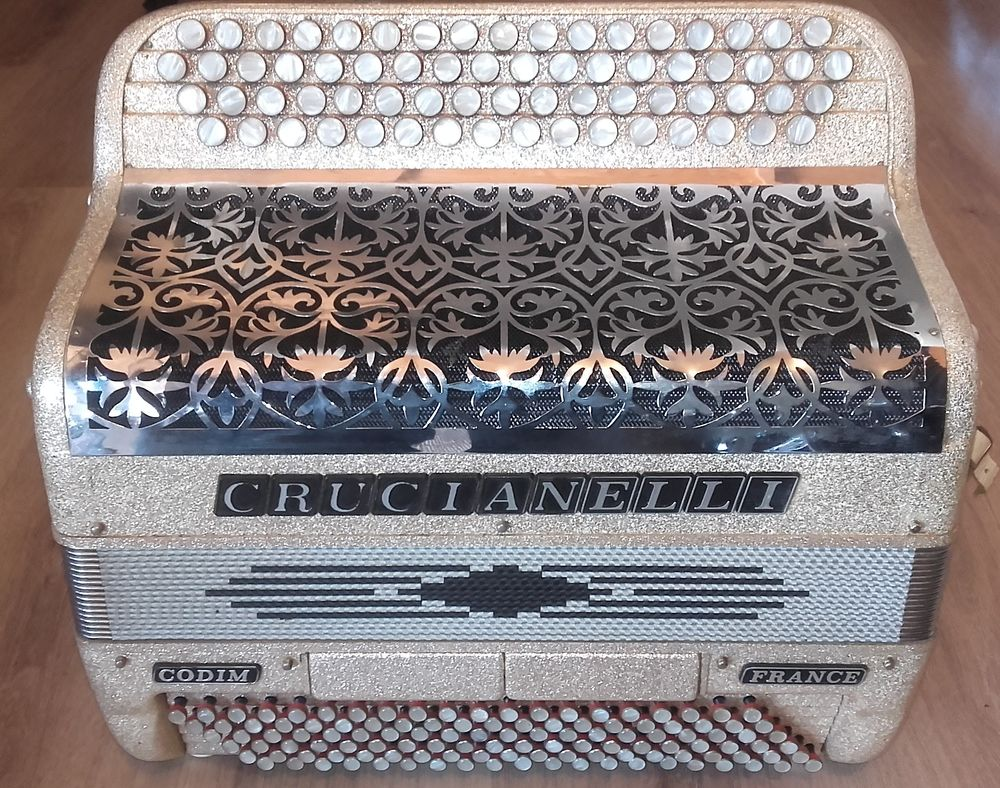 Accordéon Crucianelli  599 Cholet (49)