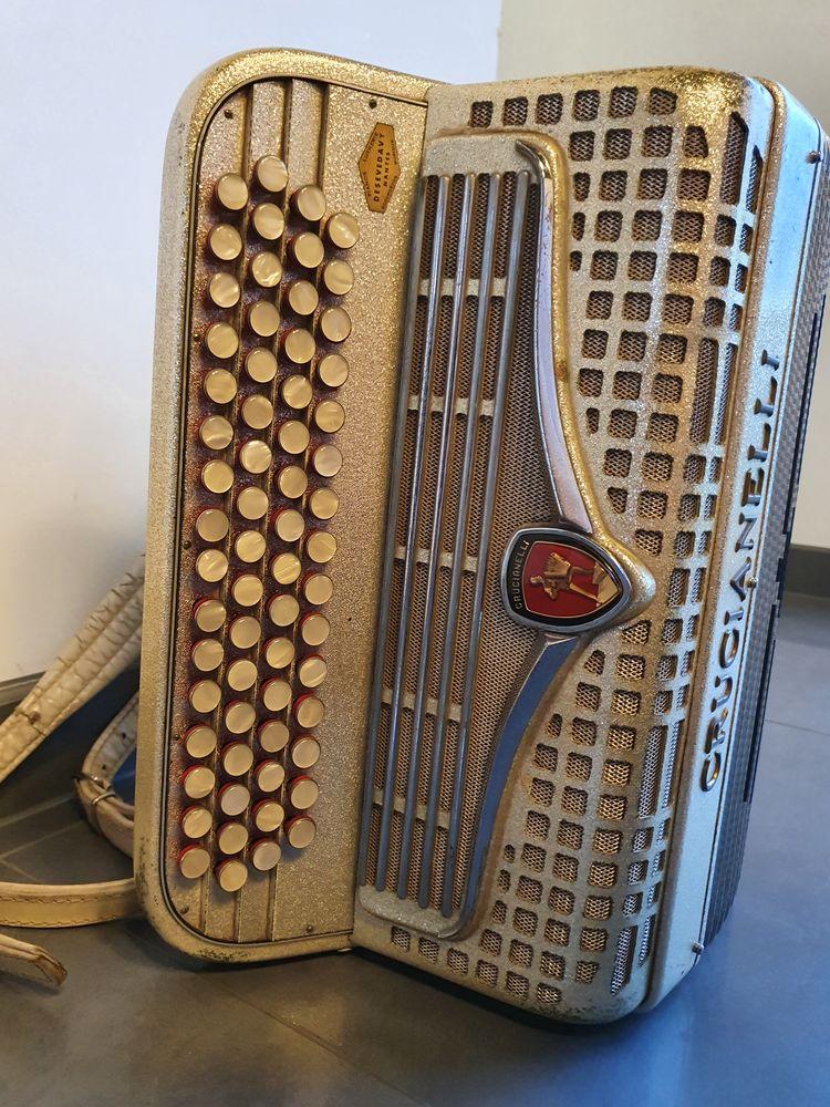 accordéon Crucianelli 790 La Montagne (44)