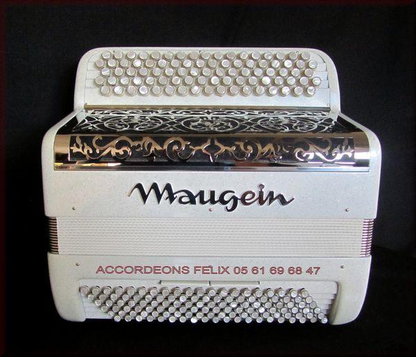 ACCORDEON MAUGEIN OCTAVIA.  3490 Mazères (09)