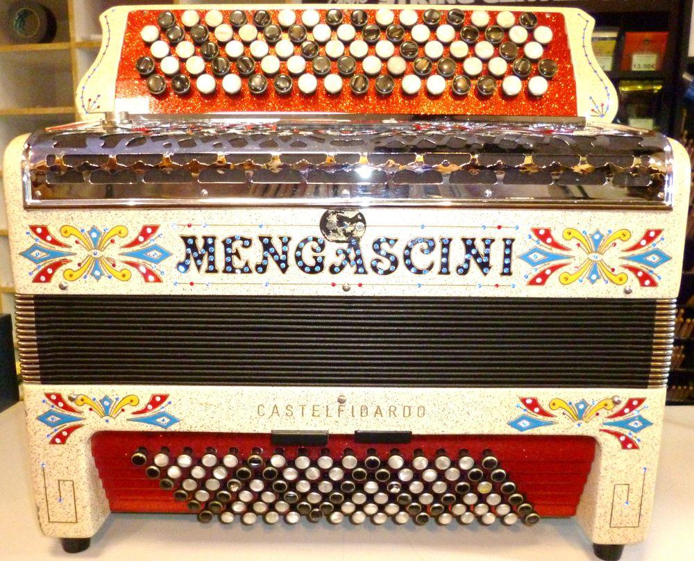 Accordéon Mengascini caisse Rétro 3299 Laval (53)