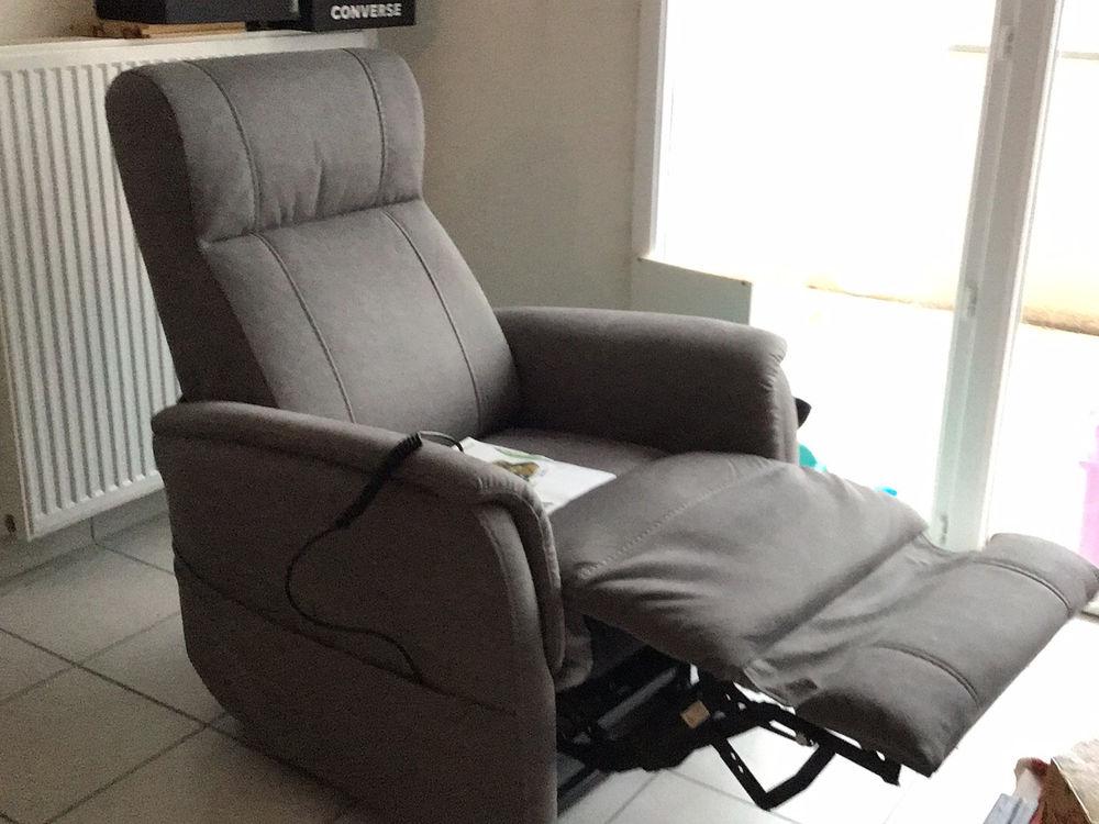 Achat fauteuil novembre 2019  Prix achat neuf 950€ 200 Montélimar (26)