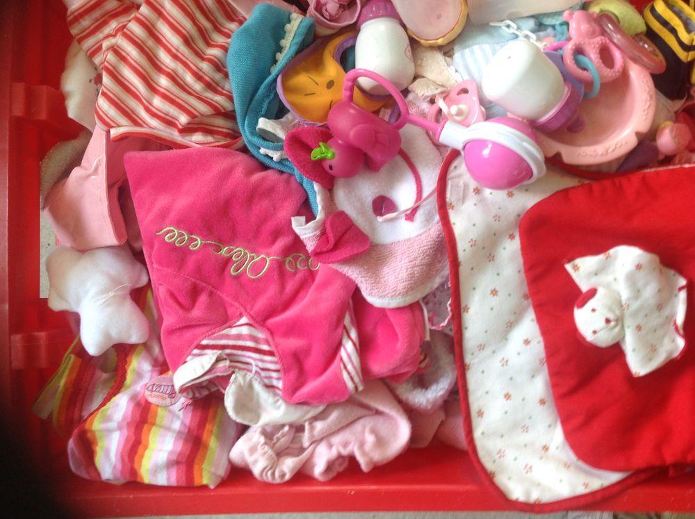 affaires de poupée  0 Neuville-aux-Bois (45)