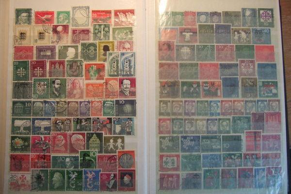 Album avec 1100 timbres différent oblitéré ALLEMAGNE 47 Hochfelden (67)