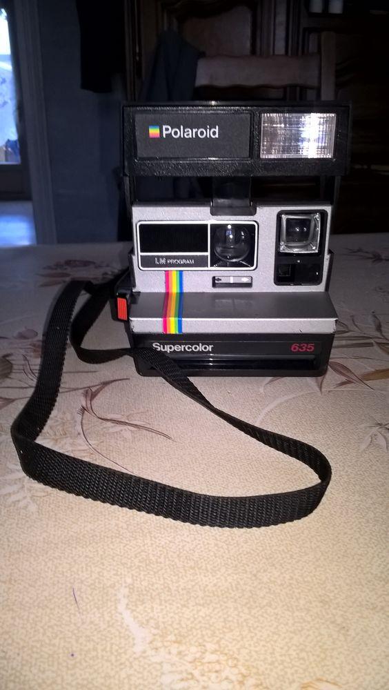 Ancien appareil photo POLAROÏD SUPERCOLOR 635. 28 Flers-en-Escrebieux (59)