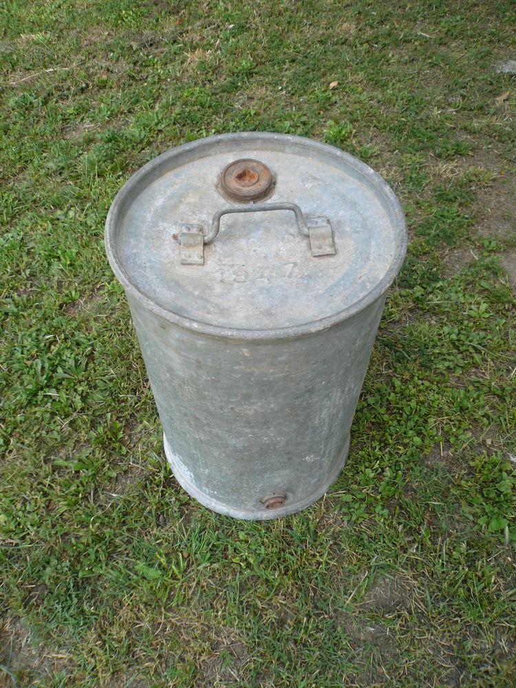 Ancien bidon galvanisé Petrole Huile 40 Boisset-et-Gaujac (30)