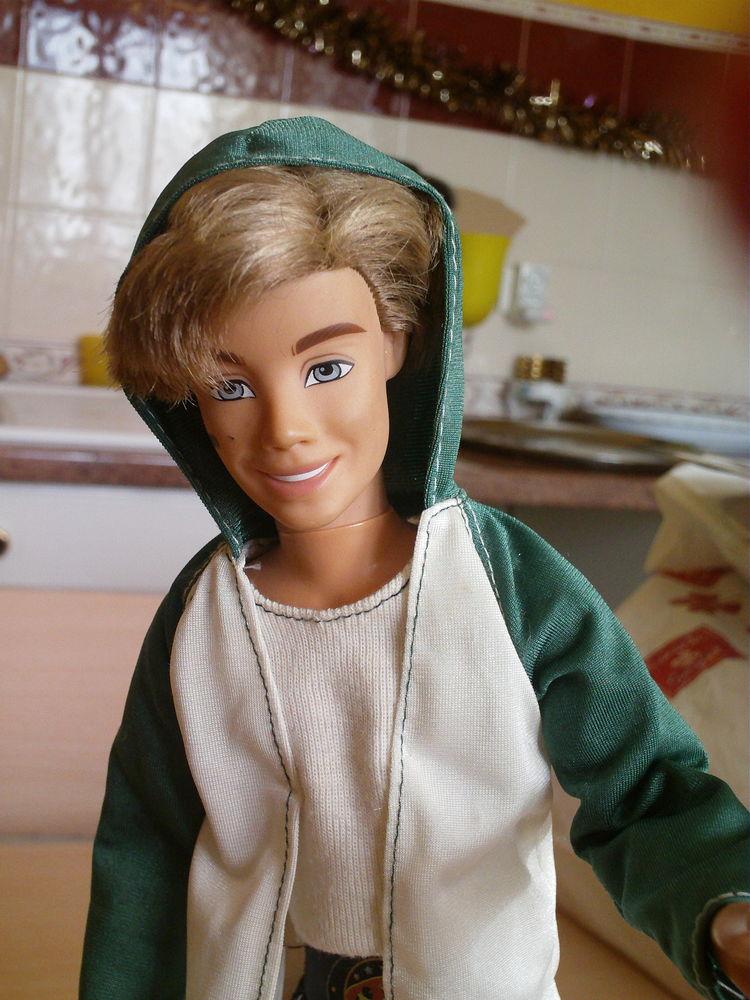 Ancien Ken blond année 1999 Mattel,INC N° 704