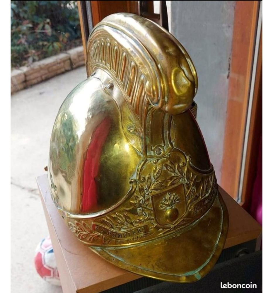 Ancien casque de pompier (collection) 200 Montceaux (01)