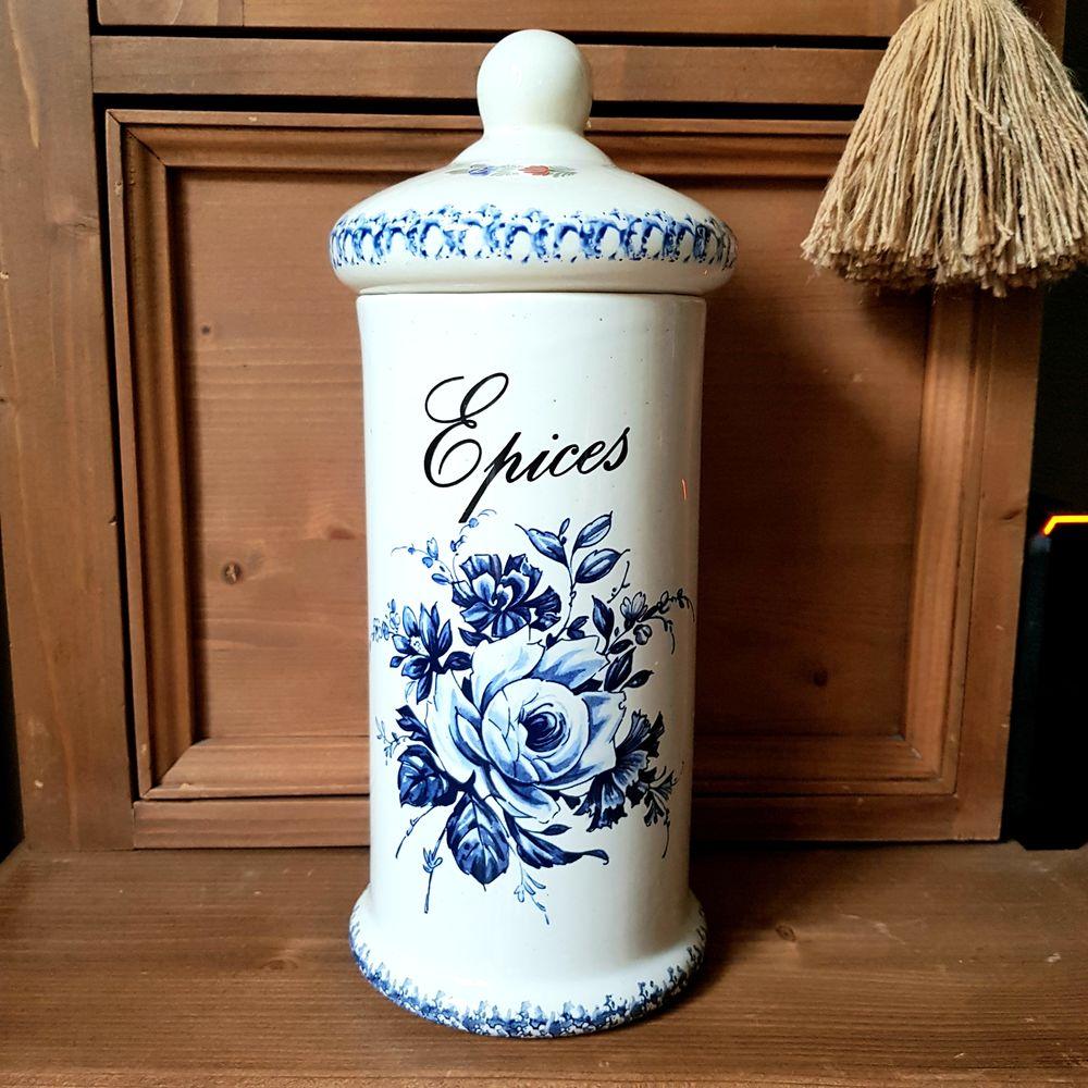 Ancien pot en céramique avec couvercle Décoration