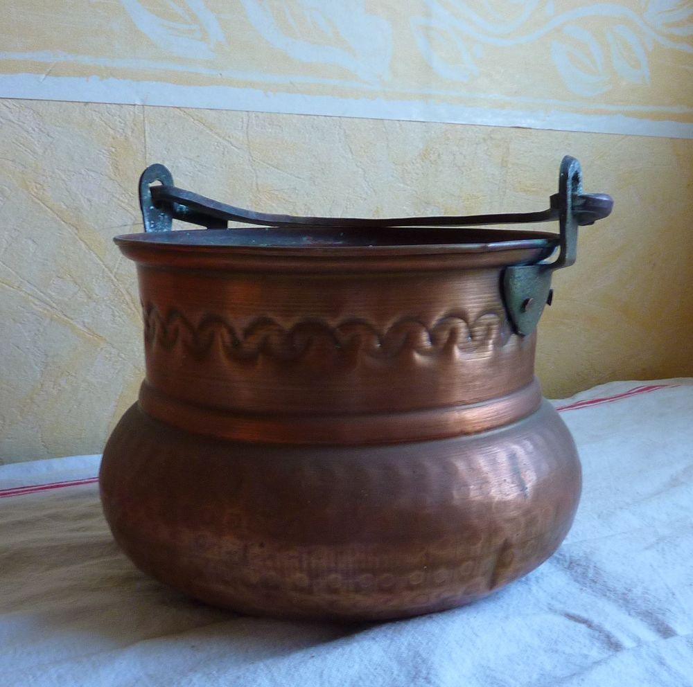 Ancien chaudron en cuivre rouge martelé 25 Orsay (91)