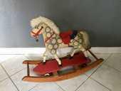 Ancien cheval a bascule 100 Paris 19 (75)