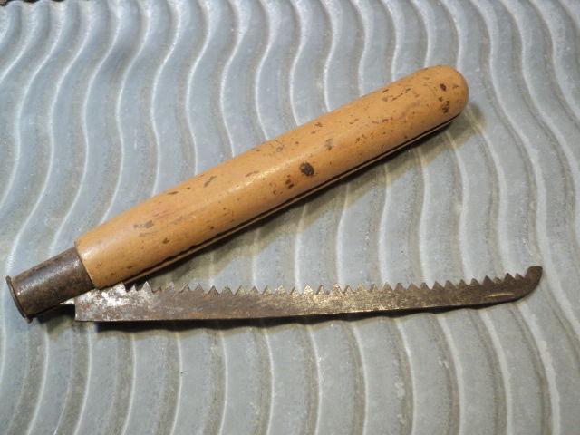 Ancien Couteau Scie Pliante Manche Bois Outil de jardinier. 25 Loches (37)