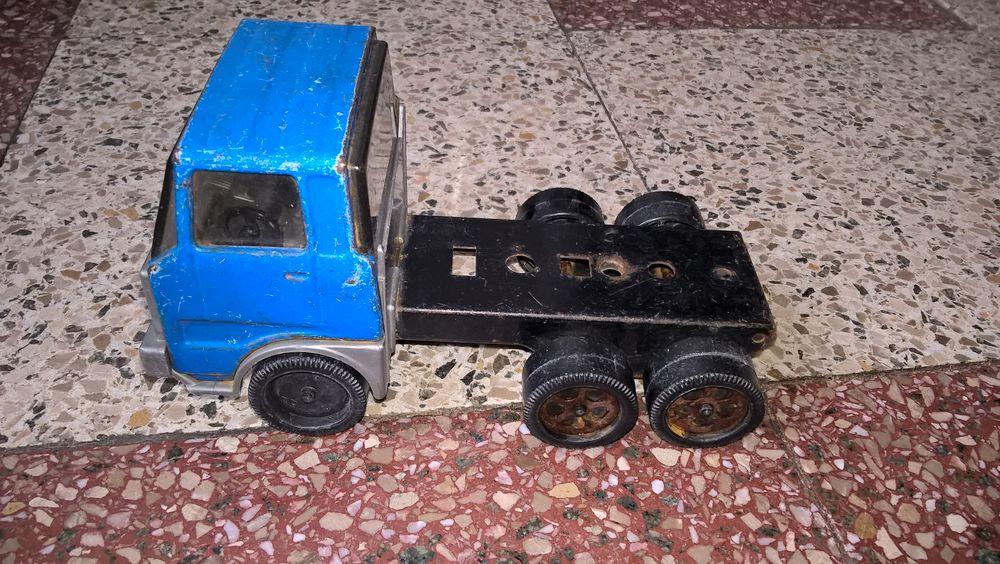 Ancien jouet/camion en tôle JOUSTRA 1950. 15 Flers-en-Escrebieux (59)