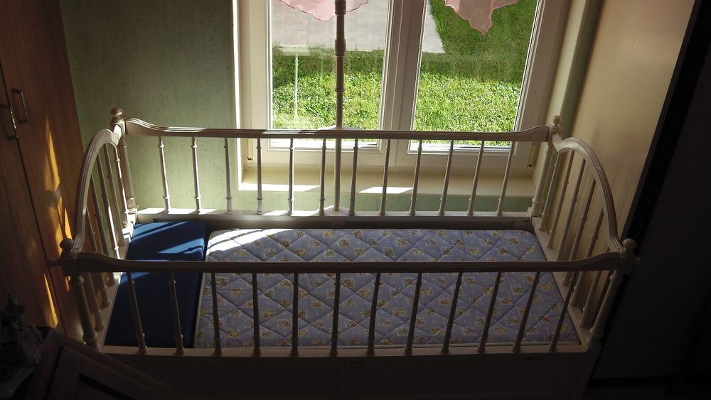 lits enfant occasion tours 37 annonces achat et vente de lits enfant paruvendu mondebarras. Black Bedroom Furniture Sets. Home Design Ideas