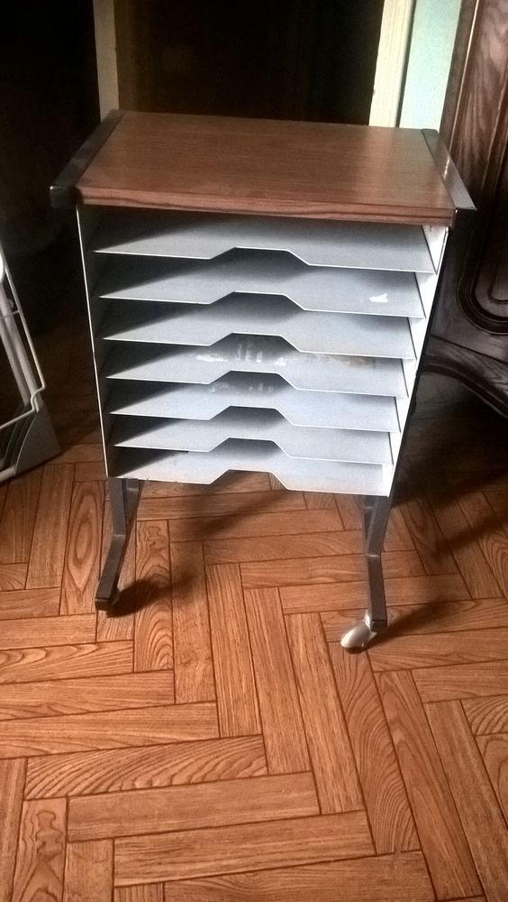 Ancien meuble/classeur métal á roulettes. 15 Flers-en-Escrebieux (59)