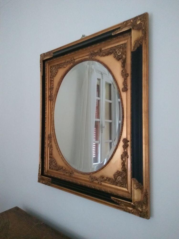 Ancien miroir carrée aux moulures dorées et noires.  100 Aix-en-Provence (13)