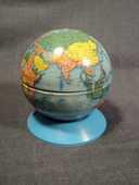 Ancien Petit Globe Terrestre Tirelire Jouet Mont-Blanc Tôle  25 Loches (37)