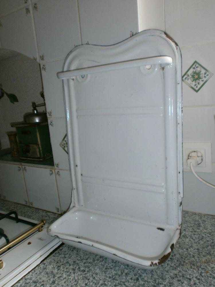Ancien porte-louches émaillé Décoration