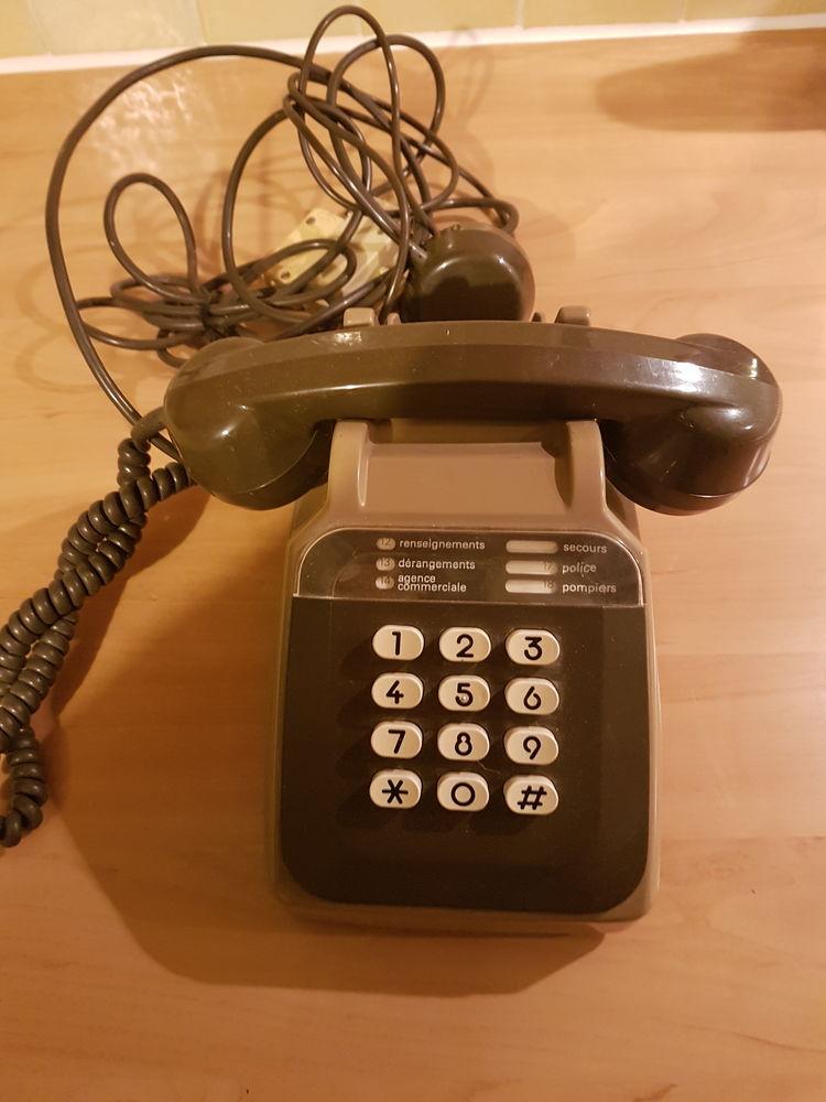 Ancien téléphone à touches 12 Saint-Bris-le-Vineux (89)