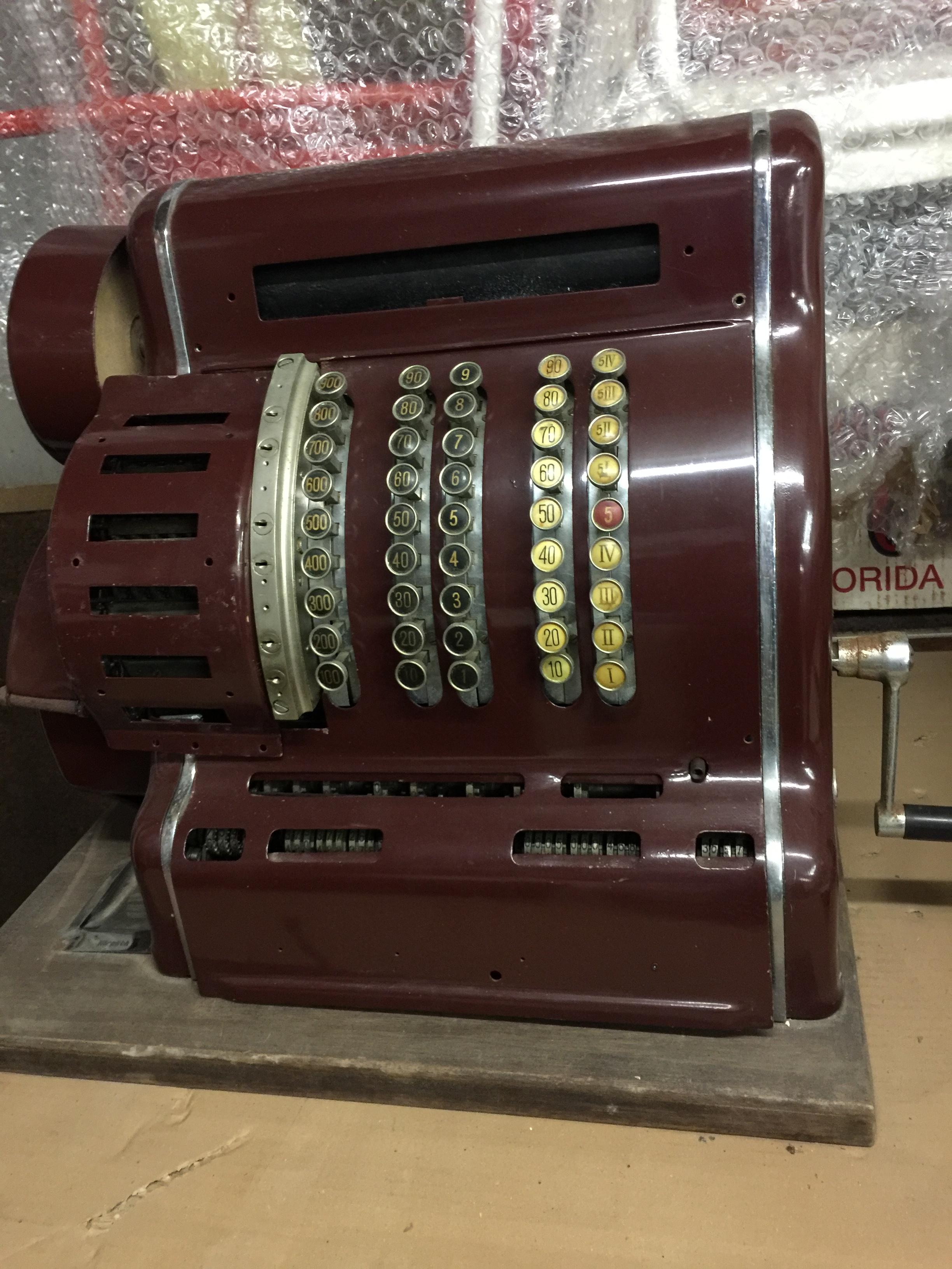 ancienne caisse enregistreuese 1910? international f 0 Avranches (50)
