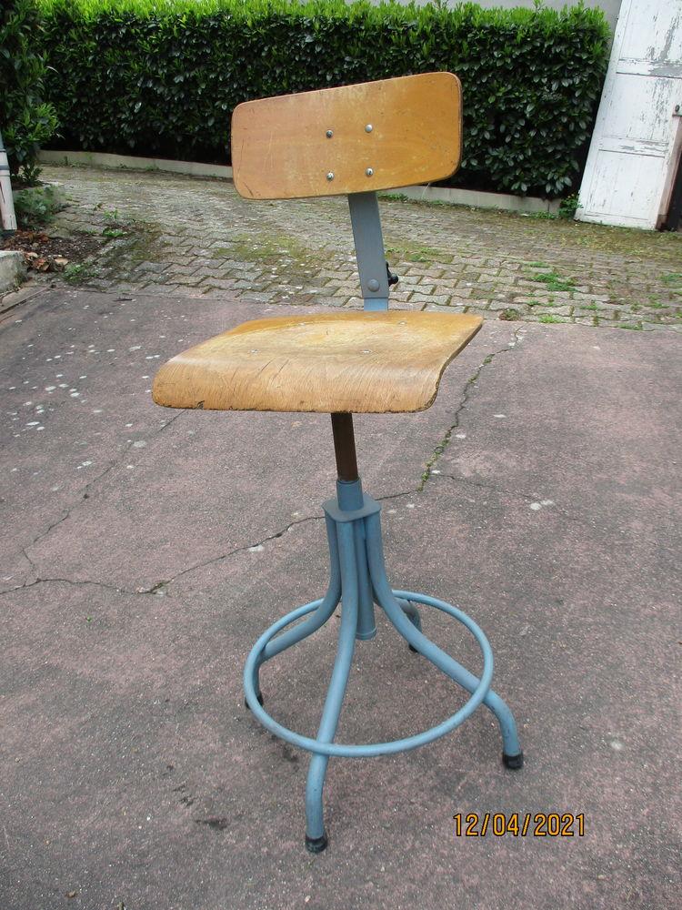 Ancienne chaise d'architecte industriel vintage années 50/60 80 Saint-Germain-des-Fossés (03)