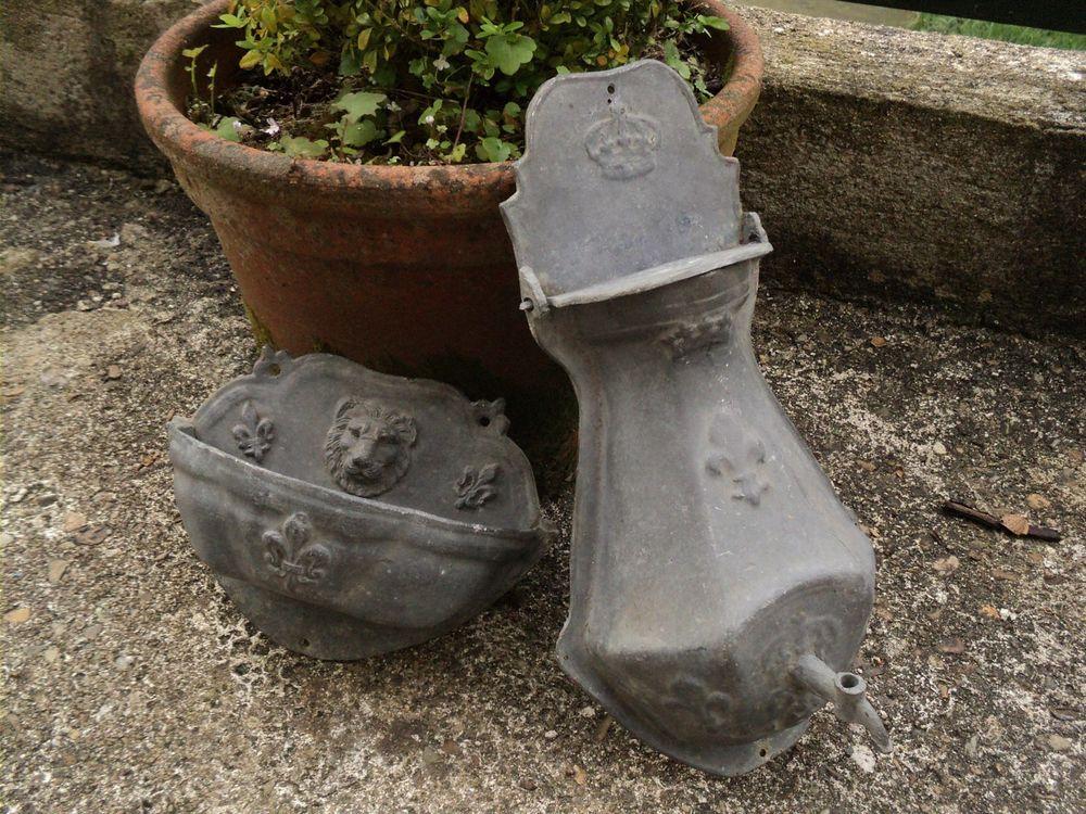 Ancienne Fontaine Plomb  Décor Lion et Fleurs de Lys  60 Loches (37)