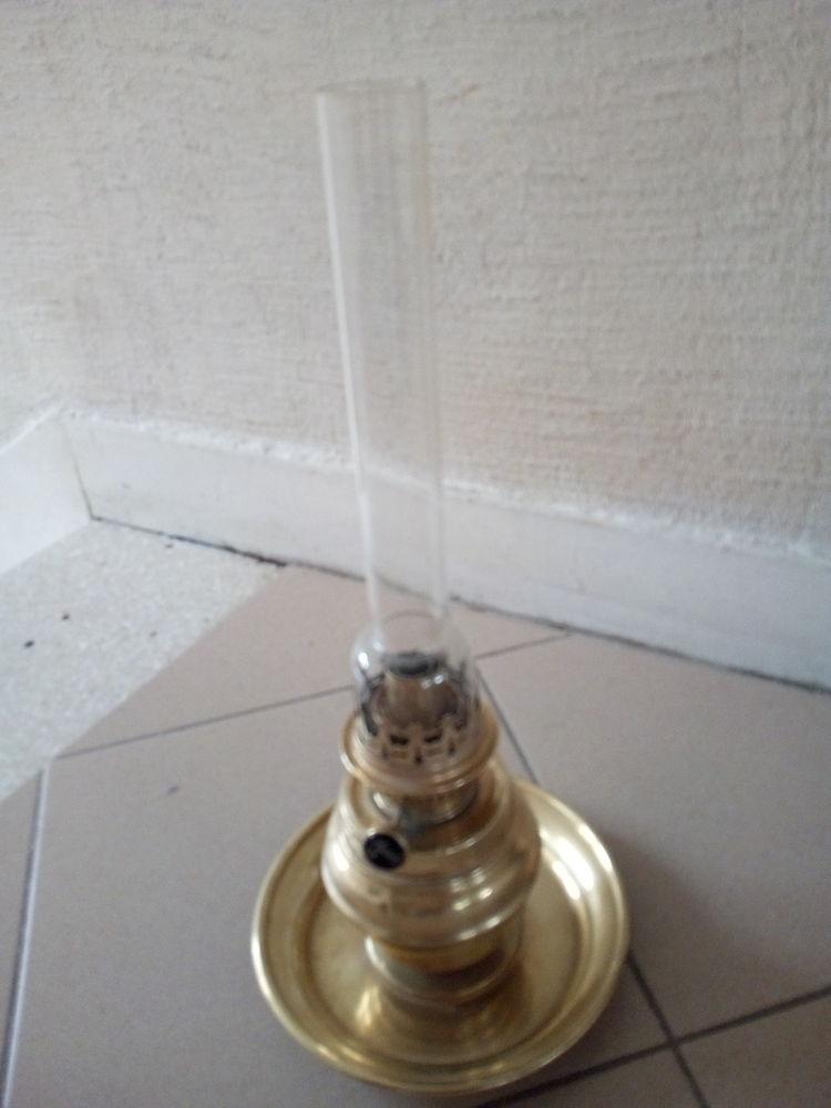 Ancienne lampe à pétrole en laiton 15 Savigny-sur-Orge (91)