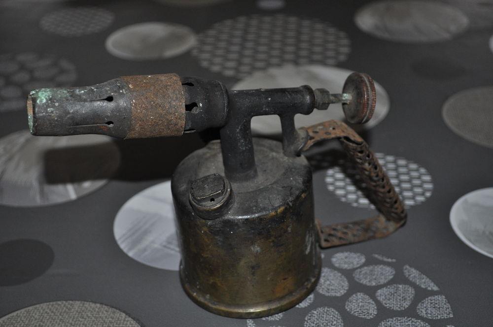 Ancienne lampe à souder 10 Perreuil (71)
