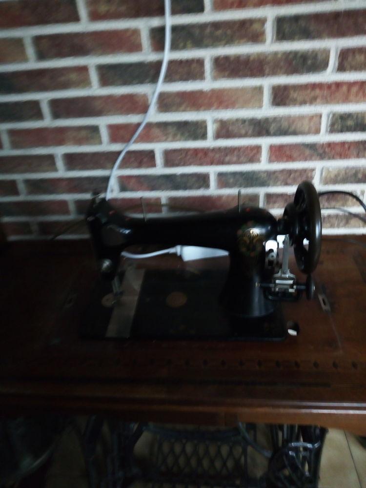 Ancienne machine à coudre 40 Onnaing (59)