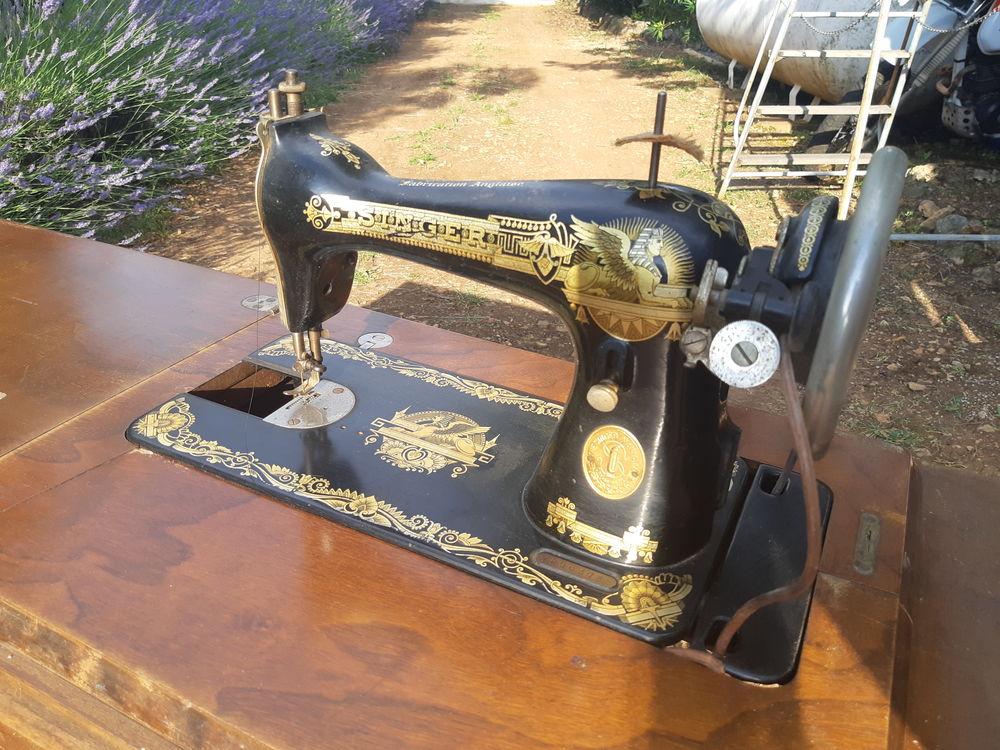 Ancienne machine Singer, très bon état, pliabe en table 160 Saint-Cézaire-sur-Siagne (06)