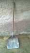 Ancienne pelle à charbon Manche en bois et aluminium
