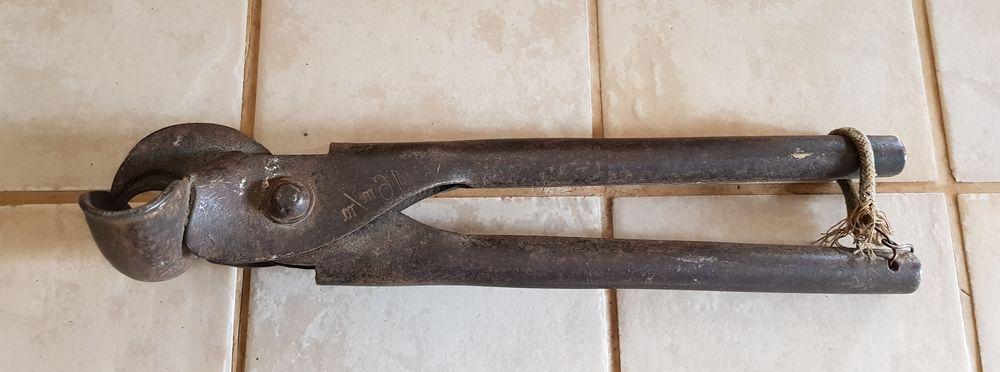 Ancienne Pince à cintrer et à couper les tubes Bergman  20 Marseille 9 (13)